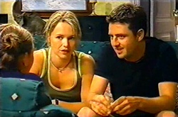 Michelle Scully, Steph Scully, Larry Woodhouse (Woody) in Neighbours Episode 3753