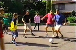 Steph Scully, Aleks Rama, Leo Hancock, Larry Woodhouse (Woody), Lyn Scully, Joe Scully, Evan Hancock in Neighbours Episode 3753
