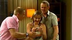 Boyd Hoyland, Steph Scully, Max Hoyland in Neighbours Episode 4738