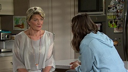 Kathy Carpenter, Paige Novak in Neighbours Episode 7492