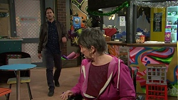 Brad Willis, Maxine Cowper in Neighbours Episode 7504