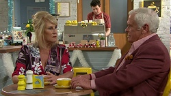 Trixie Tucker, Lou Carpenter in Neighbours Episode 7505