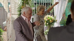 Lou Carpenter, Kathy Carpenter in Neighbours Episode 7509