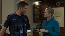 Mark Brennan, Ellen Crabb in Neighbours Episode 7522