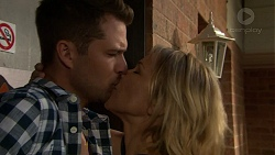 Mark Brennan, Steph Scully in Neighbours Episode 7523