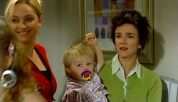 Janelle Timmins, Oscar Scully, Lyn Scully in Neighbours Episode 4749