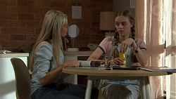 Andrea Somers (posing as Dee), Willow Somers (posing as Willow Bliss) in Neighbours Episode 7530