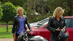 Ellen Crabb, Steph Scully in Neighbours Episode 7537
