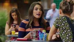 Paige Novak, Piper Willis in Neighbours Episode 7540