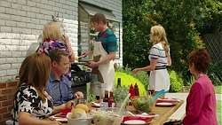 Terese Willis, Paul Robinson, Sheila Canning, Gary Canning, Xanthe Canning, Susan Kennedy in Neighbours Episode 7543
