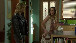 Steph Scully, Sonya Mitchell in Neighbours Episode 7547