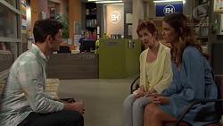 Finn Kelly, Susan Kennedy, Elly Conway in Neighbours Episode 7571