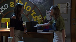 Paige Novak, Piper Willis in Neighbours Episode 7575
