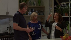 Gary Canning, Sheila Canning, Terese Willis in Neighbours Episode 7575