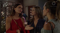 Elly Conway, Amy Williams, Paige Novak in Neighbours Episode 7580