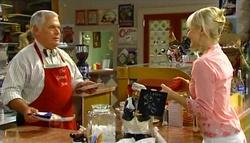 Lou Carpenter, Sindi Watts in Neighbours Episode 4759