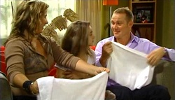 Steph Scully, Summer Hoyland, Max Hoyland in Neighbours Episode 4759