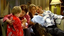 Oscar Scully, Lyn Scully, Steph Scully, Max Hoyland in Neighbours Episode 4939