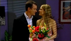 Paul Robinson, Izzy Hoyland in Neighbours Episode 4943