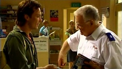 Robert Robinson, Elle Robinson, Harold Bishop in Neighbours Episode 4943