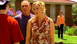 Stingray Timmins, Kim Timmins, Janelle Timmins, Susan Kennedy in Neighbours Episode 4961
