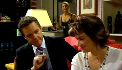 Izzy Hoyland, Paul Robinson, Lyn Scully in Neighbours Episode 4971