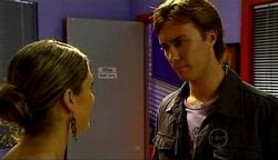 Izzy Hoyland, Robert Robinson in Neighbours Episode 4971