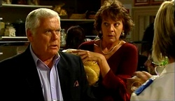 Lou Carpenter, Mishka Schneiderova in Neighbours Episode 4974