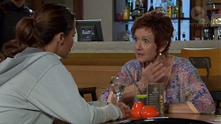 Elly Conway, Susan Kennedy in Neighbours Episode 7628