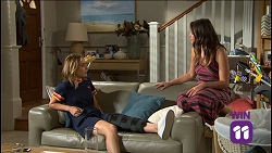 Piper Willis, Paige Novak in Neighbours Episode 7638