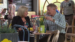 Sheila Canning, Clive Gibbons in Neighbours Episode 7667