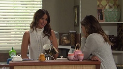 Elly Conway, Paige Novak in Neighbours Episode 7670