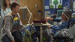 Amy Williams, Jimmy Williams, Ollie Fernez in Neighbours Episode 7675