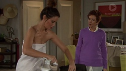 Elly Conway, Susan Kennedy in Neighbours Episode 7701