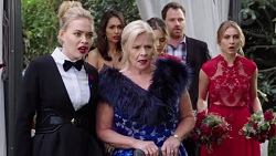 Xanthe Canning, Dipi Rebecchi, Sheila Canning, Paige Novak, Shane Rebecchi, Piper Willis in Neighbours Episode 7706