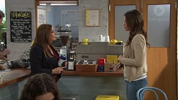 Terese Willis, Elly Conway in Neighbours Episode 7712