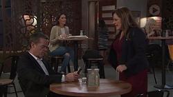 Paul Robinson, Terese Willis in Neighbours Episode 7712