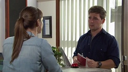 Amy Williams, Simon Gordon in Neighbours Episode 7713