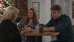 Sheila Canning, Terese Willis, Gary Canning in Neighbours Episode 7716